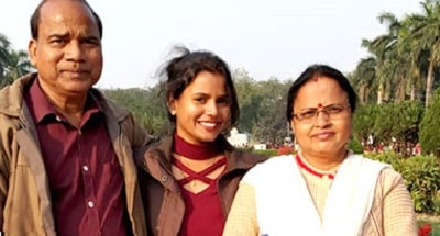 Sanjita-Mohapatra-with-her-proud-parents-Utkal Today