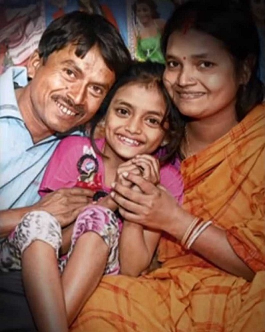 bad-salsa-Sonali-with-her-parents